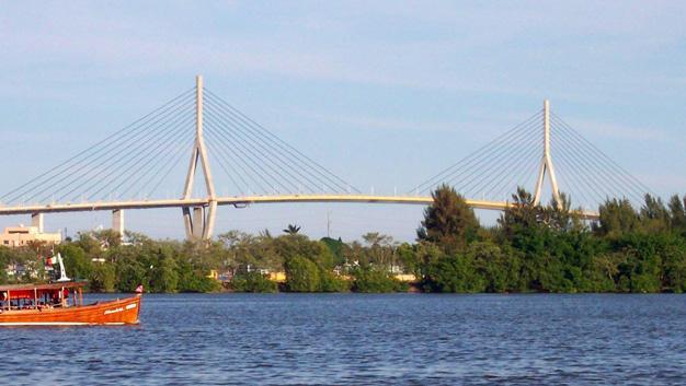 Puente en la Margen del Río Pánuco